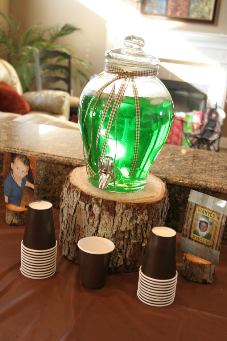 like using the tree stump to put the drinks on. very nice touch and have a ton in my backyard
