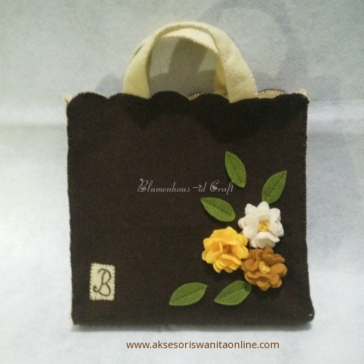 Blumenhaus-i Brown Felt Flower Bag // Felt Handbag by BlumenhausInaCraft on Etsy