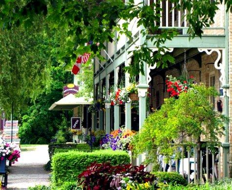 Bayfield is a quaint, rural, cultural metropolis offering gourmet dining, art galleries, and cosmopolitan style-boutiques. Award winning authors and well-known musicians are drawn by the village's mystique holding big city caliber readings, retreats and concerts.