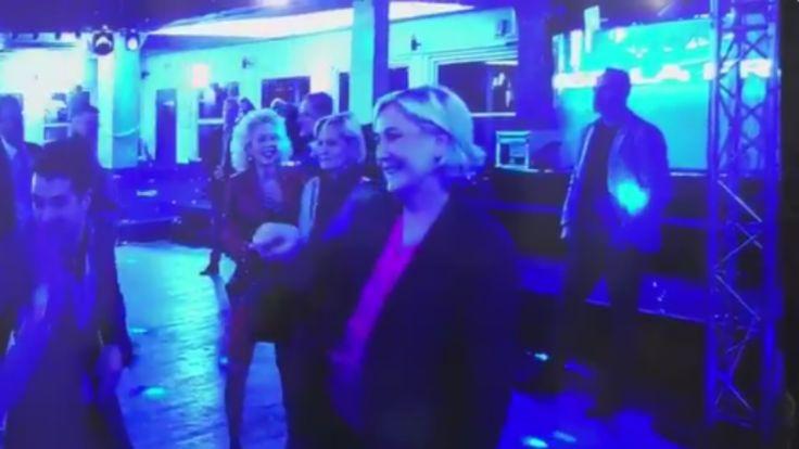 """Marine Le Pen n'a pas la défaite amère. Pour célébrer la fin de la campagne, la candidate frontiste a profité de la privatisation du Chalet du Lac pour effectuer quelques pas de danse, qui ont pu être immortalisés par les journalistes présents sur place. Quelques déhanchés sur la chanson """"YMCA"""" des Village People, des pas de rock sur """"I Love Rock'n'roll"""" de Joan Jett, la candidate s'est amusée au milieu de la foule."""