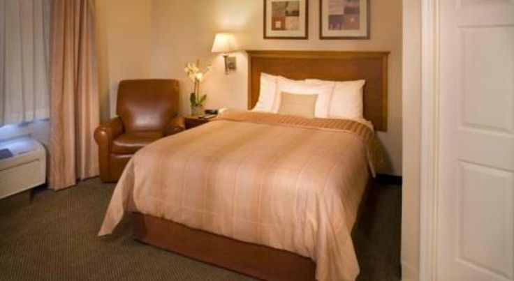 Candlewood Suites/Salt Lake City Airport Salt Lake City Located just 2 miles from Salt Lake City centre, this hotel offers spacious suites with full kitchens complete with a dishwasher. A fitness centre is located on site. Temple Square is 9 minutes' drive away.