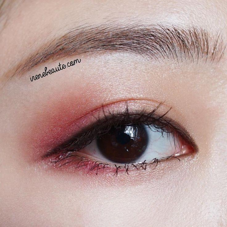 秋の色っぽさは目元から。アイシャドウは「バーガンディ」が上品♡ - Locari(ロカリ)