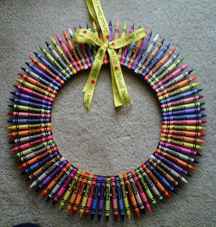 This is the Crayon Wreath I made for my son's teachers for Teacher Appreciation Week! #crayon #wreath