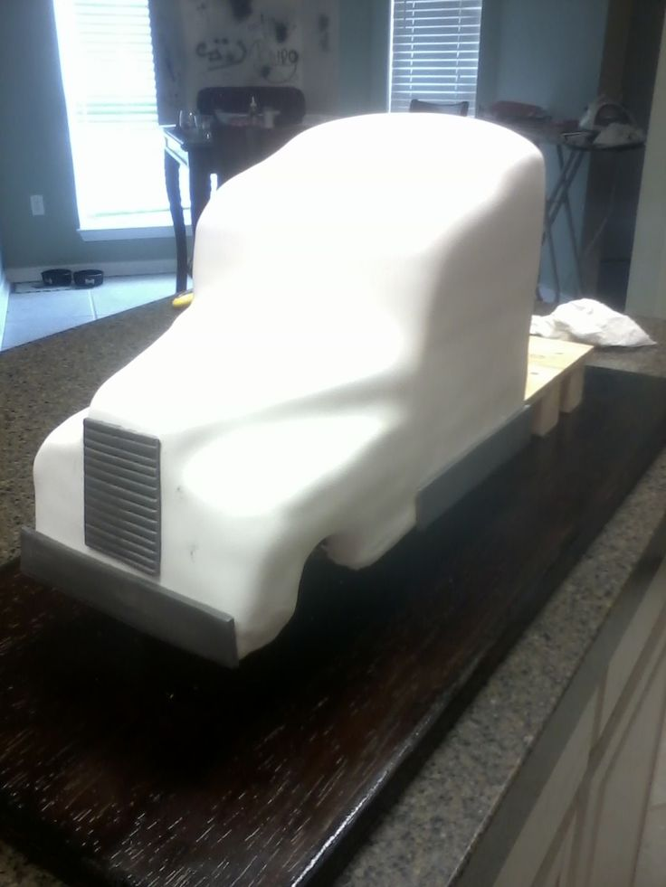 Semi-Truck Groom's Cake *first Sculpted Cake*