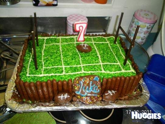 Cake Decorating Ideas Rugby : Luke s rugby field cake Kiddies & Family stuff ...