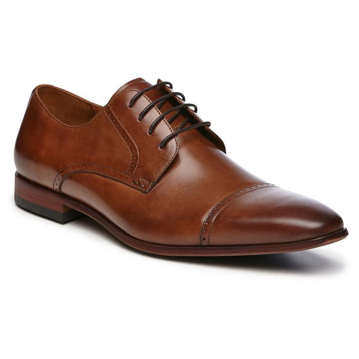 Florsheim Regent is a smart, 4 hole punched cap dress casual on a contemporary tapered toe shape.