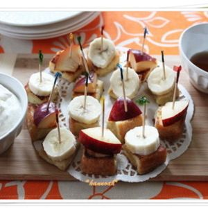 一口サイズ♪ フレンチトースト by hannoahさん   レシピブログ - 料理ブログのレシピ満載! 好みのフルーツをトッピングした、食べ易い一口サイズのフレンチトースト。ホイップやメープルシロップにディップしていただきます♪ 週末遊びに来ていた、子供達のお友達の朝ごはん用に作りました。