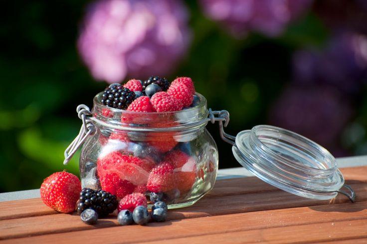 Cele mai sănătoase fructe de vară. Află care sunt 5 fructe de vară care te mențin ușoară! http://www.raureni.ro/blog/5-fructe-de-vara-care-te-mentin-usoara/