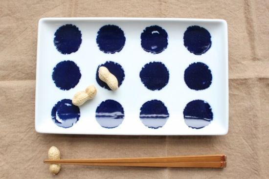 【波佐見焼】swatch 長角皿 パレットです。和洋、中華、エスニックなど、ジャンルを問わずお料理を楽しめる磁器のうつわです。約400年の歴史を持つ、 長崎県波佐見町発祥の焼き物「波佐見焼」(はさみやき)。  電子レンジや食洗器も使える、丈夫な磁器が多く、 毎日きがねなく楽しめる、普段づかいにぴったりなうつわが多くみられます。|和食器通販|うちる|和食器の皿、鉢、飯碗など