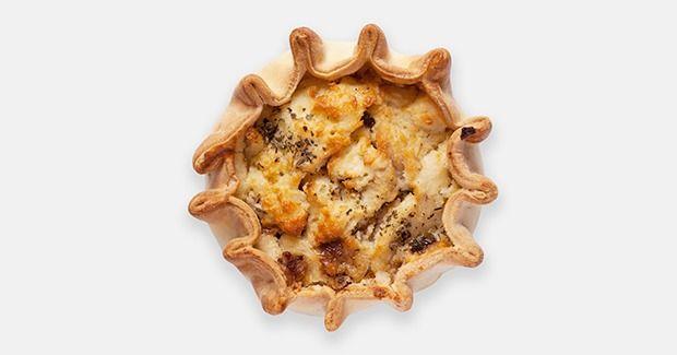 Основатель кафе Pie Point Юлия Шмакова рассказывает, как приготовить традиционные английские пироги с говядиной ипочками, рыбой, а также с моцареллой и шпинатом