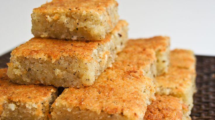 El Enyucado es una torta hecha de yuca, coco, azúcar, mantequilla, anís, una pizca de sal y queso costeño, típico de la Costa