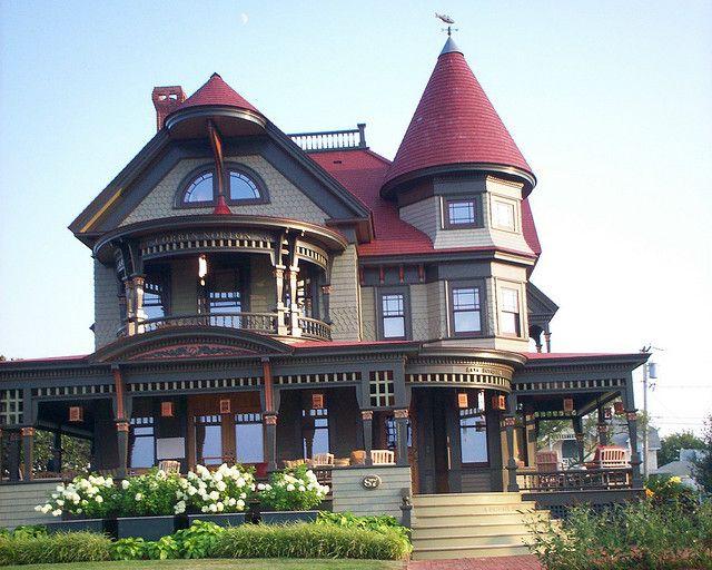 victorian house in Martha's Vineyard