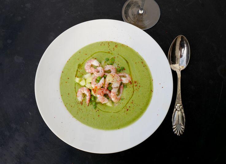 Gazpacho er suppen vi kjenner fra varme sommerferiedager i Spania. Den er genial! Både avkjølende og mettende på en gang. Denne gazpachoen er ikke spansk. Den er rett og slett dansk. Erik kom hjem fra pressetur på Fyn forrige uke med stjerner i øynene. – Fikk DEN suppen på Stella Maris laget av k