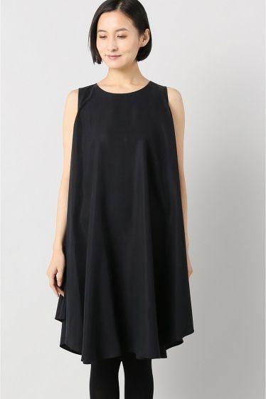 KAAREM ノースリーブドレス  KAAREM ノースリーブドレス 46440 2016AW KAAREM craftconstructionqualityに強いこだわりを持つブランド デザインチームのツールであるベトナムとカリフォルニアニューヨークと3箇所に拠点を持っています シルクやポリエステル素材を使用したドレスやシャツスカートなどを中心にシンプルながら着た時のシルエットがとても美しいフォルムを得意とします また微妙で美しい色使いも特徴です モデルサイズ:身長:170cm バスト:81cm ウェスト:58cm ヒップ:87cm 着用サイズ:フリー