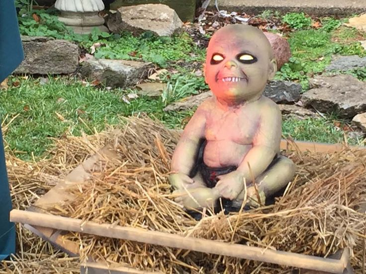 Ohio man being fined $500 a day for Zombie Nativity Scene