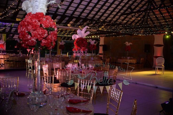decoración  con hortensias rojas