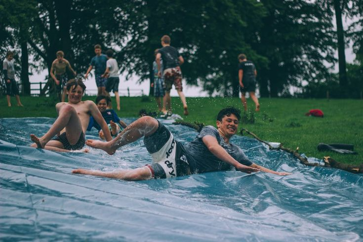 Große aufblasbare Wasserrutschen