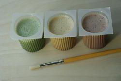 pots de peinture à l'oeuf