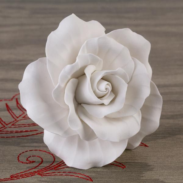 Gumpaste Flowers For Wedding Cakes: 1000+ Images About Gumpaste Roses On Pinterest