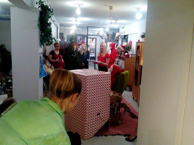 Nuorten käsikirjoittama Joulunäytelmä ilahdutti Foibekotitalossa