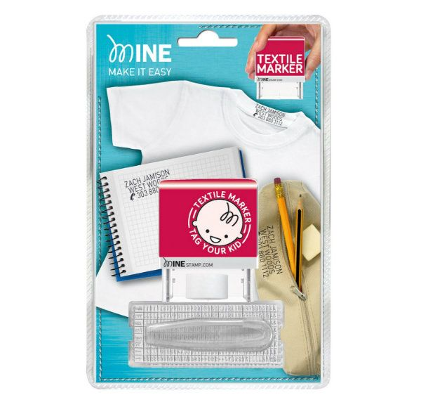 Con Mine Stamp y con un solo clic podrás marcar directamente sobre la ropa o libros. Sin necesidad de coser o planchar. La tinta indeleble permanece visible durante muchos lavados. Hasta 1000 impresiones con un solo recambio.