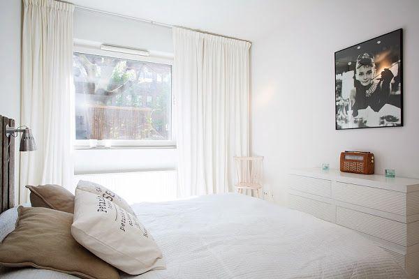 Un piso con muebles de palets