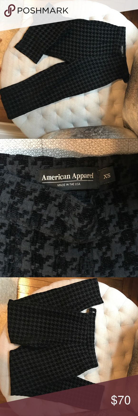 💦AMERICAN APPAREL Houndstooth Trouser American Apparel Houndstooth trouser size XS. Waist defining. Worn one time, like new. Will fit 24inch waist. American Apparel Pants Ankle & Cropped