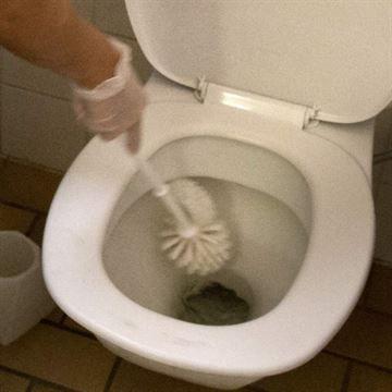 """Städtips för dig som vill du vara miljövänlig, och spara pengar. Du kan göra alla rengöringsprodukter själv – busenkelt! Här får du 11 """"recept"""" på alla medel du behöver för att bli proffs på att städa. Källa: Allyou.com"""