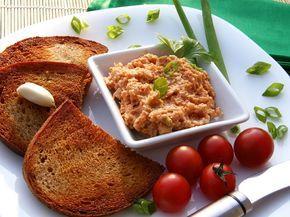 Sýrová pomazánka na topinky a la tatarák Nastrouháme sýr, cibuli nakrájíme najemno a postupně přidáváme ostatní ingredience. Důkladně vše promícháme. Množství neuvádím, tak, jak si...