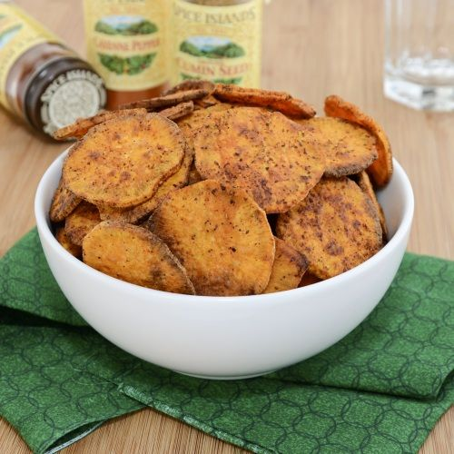 Baked Sweet Potato Chips >> I could eat this entire bowl myself! Make sure to click on the picture to go to the recipe!: Side Dishes, Peas Kitchens, Baked Sweet Potatoes, Sweet Potatoes Chips, Sweet Potato Chips, Baking Sweet Potatoes, Potatoes Fries, Chilis Powder, Sweet Peas