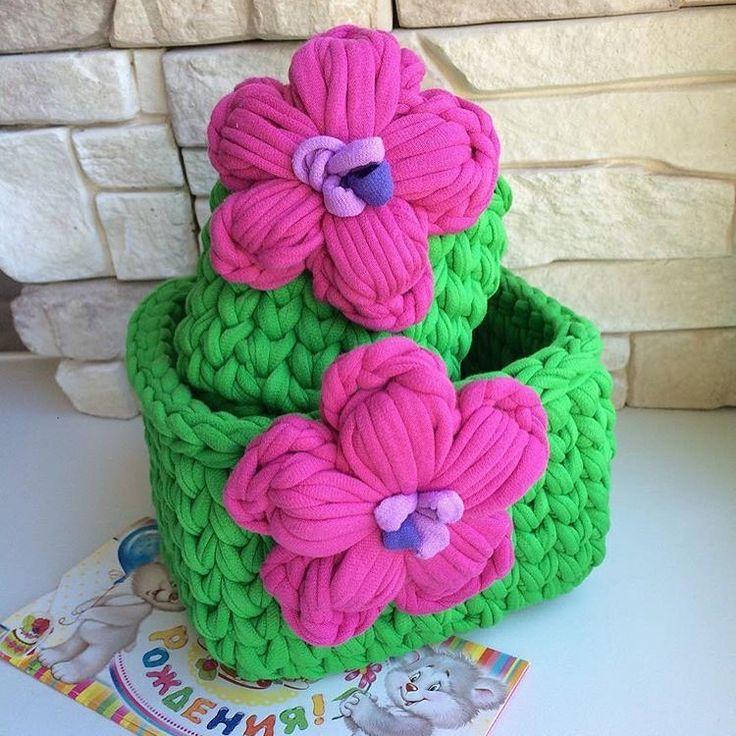 Bom dia flores do dia . . . By @uyutnyi.domik . . . #inspiration #inspiração #cestatrapillo #cestotrapillo #cestofiodemalha #fiosdemalha #trapillo #yarn #crocheteiras #crochet #crocheting #crochetlove #crochetingaddict #croche #yarnlove #yarn #knitting #knit #penyeip #feitoamao #handmade #croche #croché #crochê #croshet #penyeip #вязаниекрючком #uncinetto #かぎ針編み #instagramcrochet #totora #bomdia #bomdiafloresdodia