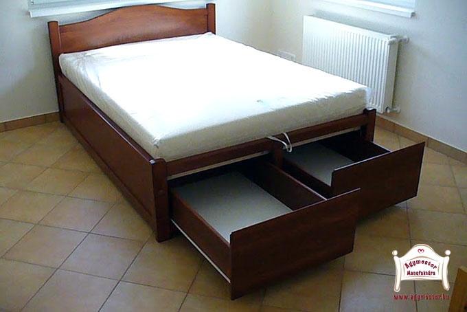 Egyedi felnőtt ágy lábvégtől kihúzható fiókokkal