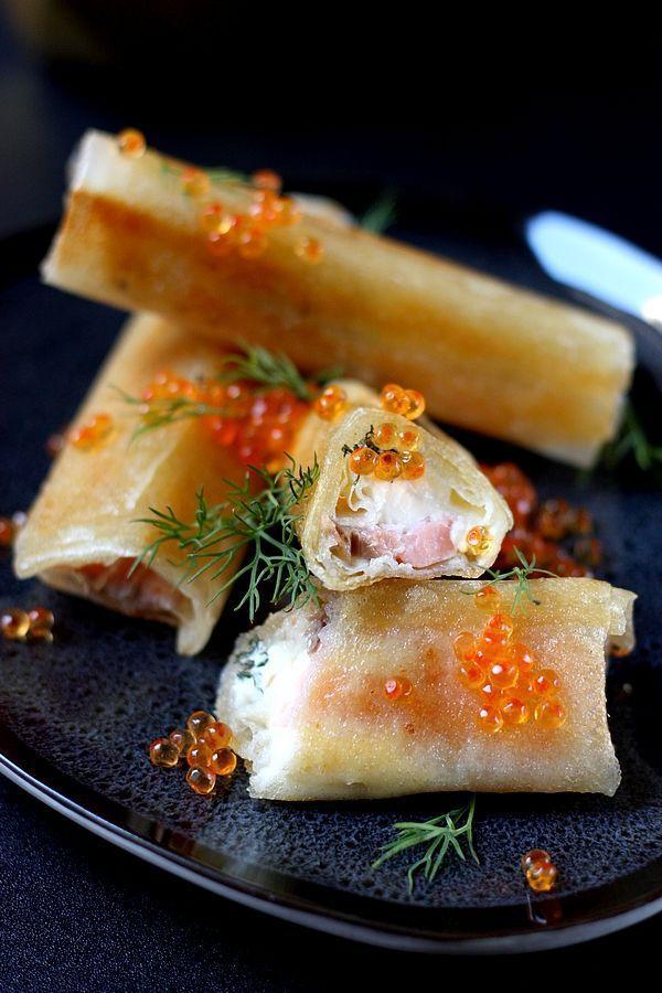 Ces cigares au saumon fumé et mascarpone sont parfaits pour vos repas de fête ! A l'apéritif ou en entrée, ils donnent une touche festive à votre menu !