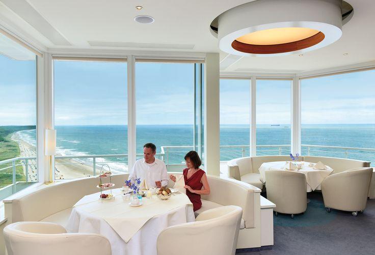 Frühstück in 64 m Höhe, in der höchsten Bar Mecklenburg-Vorpommerns. Die Sky-Bar im Hotel NEPTUN