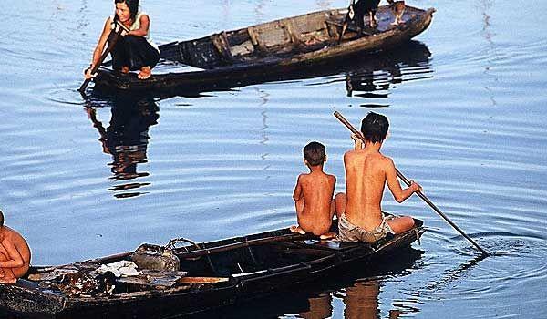 Jacek Pałkiewicz Indochiny 1972. http://palkiewicz.com/ekspedycje/indochiny/ ● Jacek Palkiewicz Indochina 1972. http://en.palkiewicz.com/expeditions/indochina/