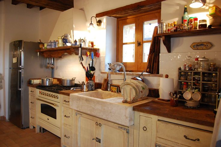 Nel cuore dell'Umbria, la Cucina La Fornace è un bell'esempio di eclettismo stilistico tra provenzale ed Italiano e, per la cura nell'allocazione delle componenti, sembra quasi sentire gli influssi del gusto anglosassone.