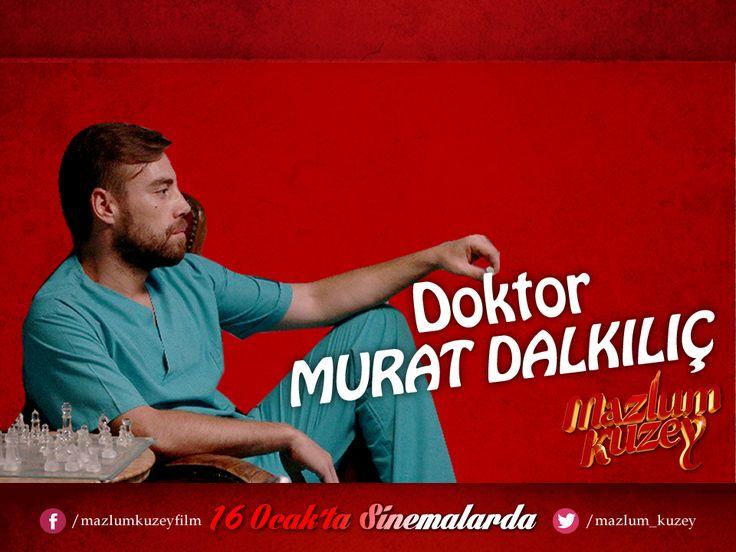 #MazlumKuzey Oyuncular - Karakterler   Murat Dalkılıç - Doktor Uğur Dündar'ın bir ara peşine düştüğü yasa dışı organ nakli yapan doktorlardan biridir. Hipokrat yeminini çoktan bozmuş, lisansı elinden alınmış, bir doktordan çok kasap gibi biridir. Tüm duyuları alınmış gibi hissiz donuk bir tiptir.  #MazlumKuzey 16 Ocak'ta sinemalarda!