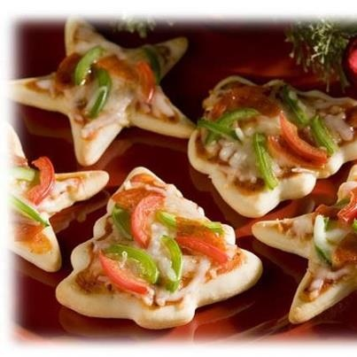 Mini Christmas Pizza Appetizers...use metal cookie cutters. Find more AWESOME ideas on Facebook page The Day...Your Way