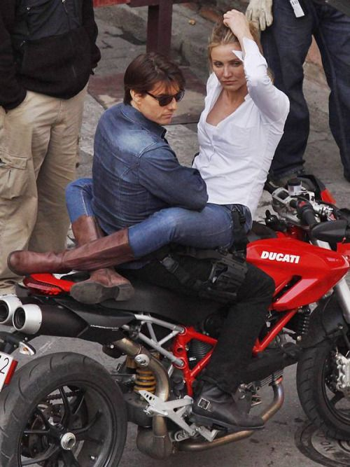 ain't this sexy??!  Tom Cruise with Cameron Diaz