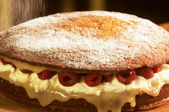 **Use this Victoria Sponge Cake recipe** 250mg equal parts butter, sugar and flour... add a little vanilla also. This fill be enough to fill both cake pans!