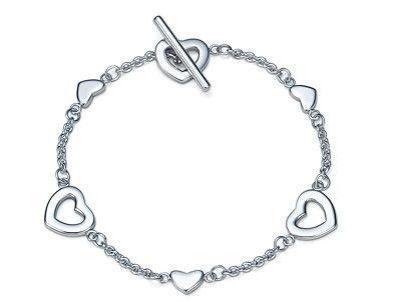 Return to Tiffany Bracelet. Happiness is in a Tiffany Blue Heart! So cute…