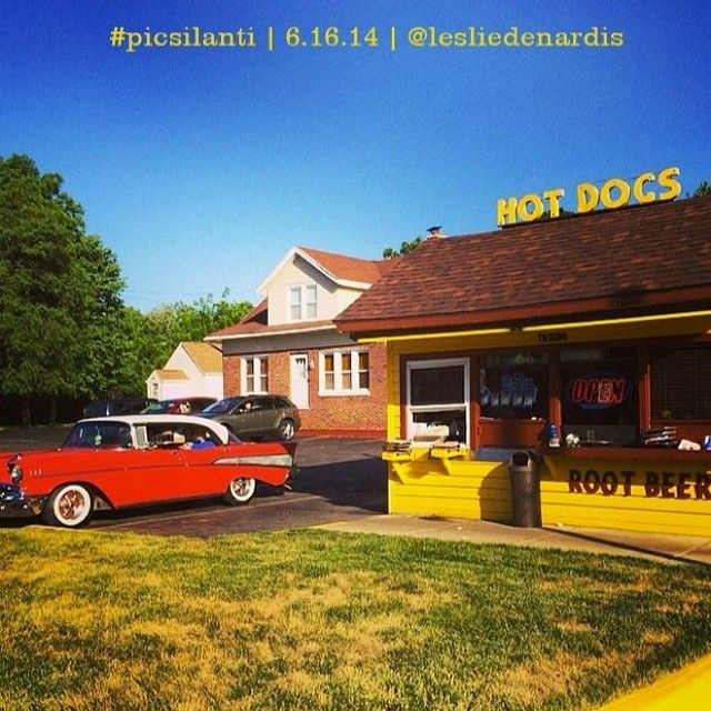 Hungry for Bill's Hot Dog Stand! Colorful capture #picsilanti pic of the week goes to @lesliedenardis. Thanks for sharing! #visitypsi #ypsilove #ypsilanti #michigan #billshotdogstand #hotdogstand #ypsi #michiganavenue #drivein #hotdogs #rootbeer