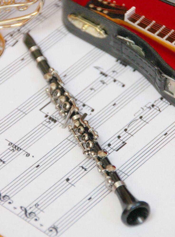 Une clarinette miniature? On adore la collection de répliques d'instruments de musique de chez ICD Collections.