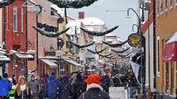 Så firas julen i Visby 2016 Medeltida jul, levande julkalender, julmarknader och julpyntade gator och gränder. Här hittar du alla höjdpunkter under årets julfirande i Visby!