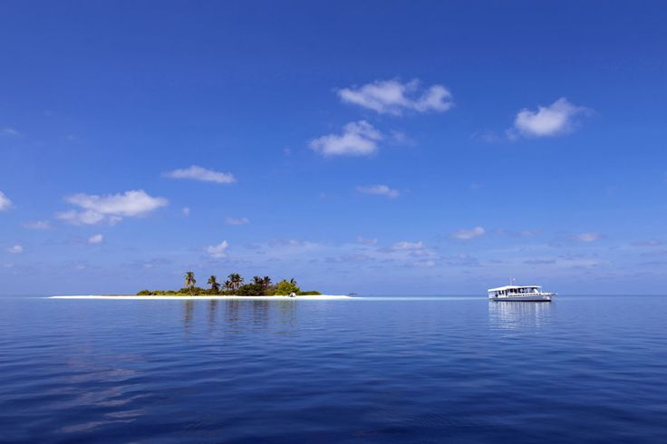 Where to go on holiday in February | http://www.weather2travel.com/holidays/where-to-go-on-holiday-in-february-for-the-best-hot-and-sunny-weather.php | Island paradise in the Maldives © Ibneesham - Dreamstime.com