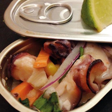 Ceviche de Pulpo en Madrid.  Pulpo, cebolla morada, batata, maíz, cilantro, aji y lima.  http://www.onfan.com/es/especialidades/madrid/o-pazo-de-lugo/ceviche-de-pulpo?utm_source=pinterest&utm_medium=web&utm_campaign=referal