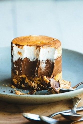 The next time you're feeling crafty in the kitchen, try tackling this mouth-watering S'mores Custard Cake recipe.