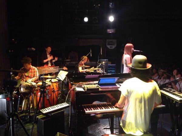 シュローダーヘッズ無事、渋谷ワンマン終了しました!  演奏も映像も仕込んだので、明日もライブしたいです(笑)  シークレットゲストで土岐麻子さんも出演してくれました、 ツアーは、仙台&札幌と続きます。  引き続き宜しくお願いします!