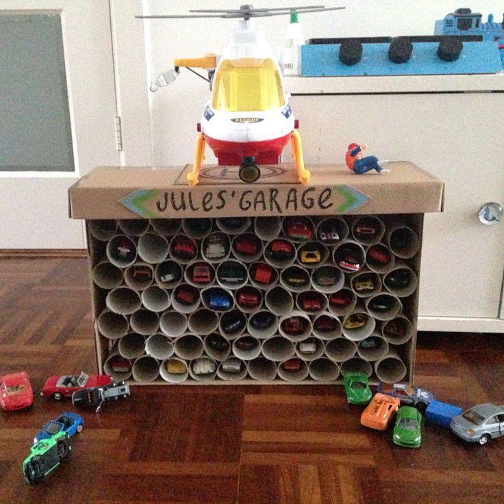 Garage van schoenendoos en wc-rolletjes