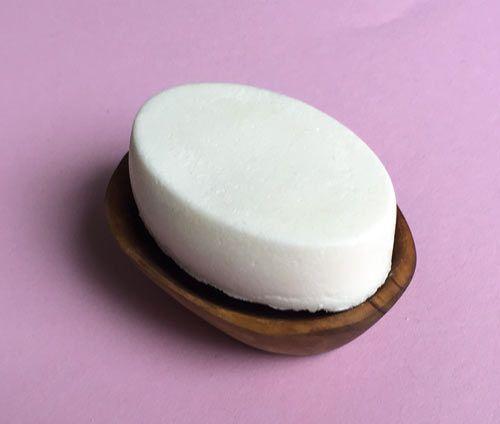 Shampoo Bar aus drei Zutaten: Kokosöl, SLSA und Maisstärke